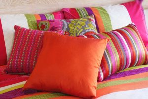 цвет дня оранжевая подушка