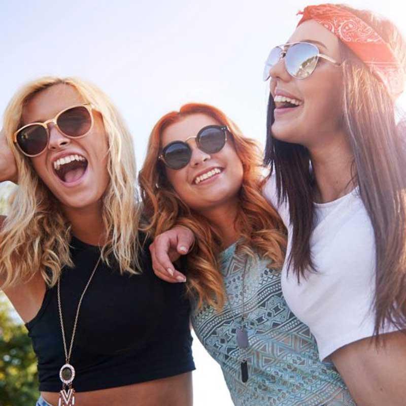 фото улыбающиеся девушки стилисты